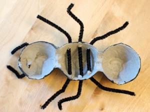 Pattes de fourmi pour une fourmi fait-maison en carton