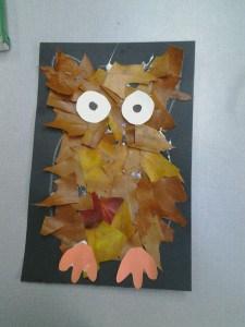 Occuper-les-enfants-en-automne-feuilles-mortes-un-hiboo